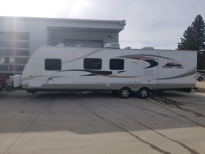 2011  31ft travel trailer with Jack and Jill bunks