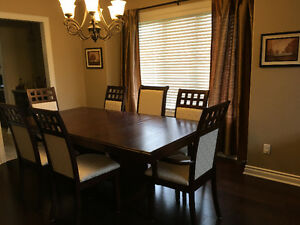 Full Dining Room Set - Mint Condition