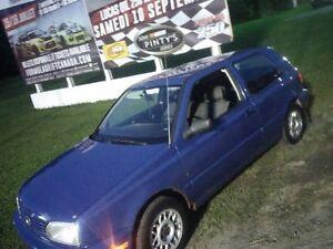 1996 Volkswagen Golf 1000$ ou échange!