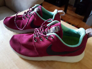 I am Selling a Pair of Plum Red Wmns NIKE Roshe Run Sz 7 for $50