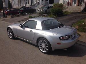 2006 Mazda MX5 miata GT, décapotable, automatique, tout équipé