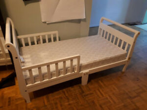 TODDLER BED, WHITE with Mattress