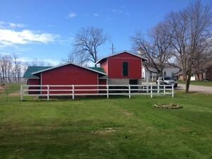 6 Stall Barn For Rent!