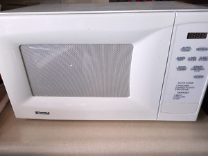 Kenmore white microwave perfect for student/apartment