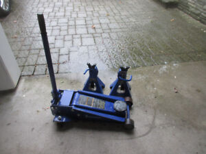 Michelin 3 1/2 ton car jack and two jack stands