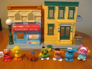 SESAME STREET PLAYSET WITH FIGURES