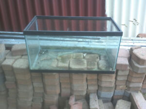 15 gallon fish aquarium with a broken bottom