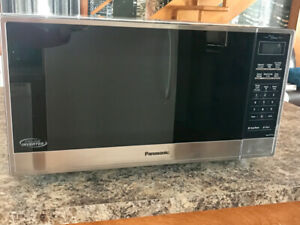 Four micro ondes Panasonic Inverter NEUF