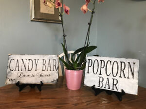Wedding signs. Popcorn and candy bar