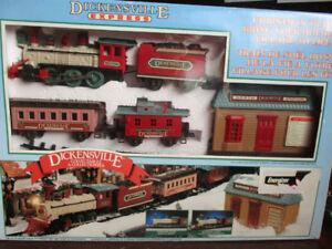 DICKENSVILLE EXPRESS CHRISTMAS TRAIN SET BATTERY OPERATED - 1995