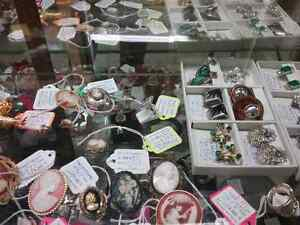 Shop Canada's largest antique mall 600 booths PLUS Jewelry  Stratford Kitchener Area image 8
