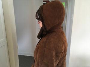 Manteau hiver femme avec capuchon en peau mouton renversé