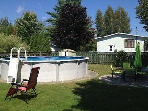 Spa et piscine dans shawinigan maison ext rieur for Piscine 21 pieds litres