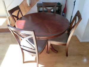ROUND WOODEN DINING TABLE w 4 CHAIRS - ALL FOR $50 OR BEST OFFER