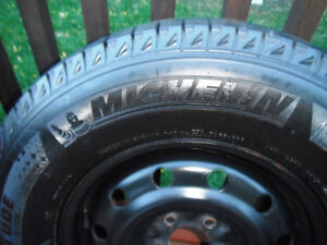 4 MICHELIN X-ICE Xi2 Winter Tires on Rims P 235/70/16 LIKE NEW!