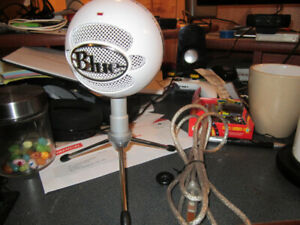 Blue Ice Ball Mic w/ Stand and Adaptor
