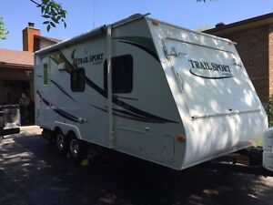 Roulotte hybride R-Vision Trail Sport E19 Hybrid camping trailer