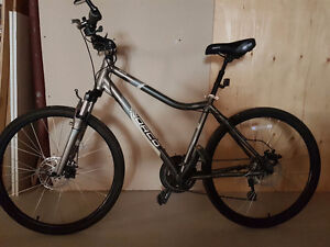 Womens Hybrid Norco Axia bike FOR SALE