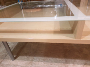 Coffee table. Glass top. Removable