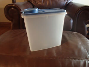 Tupperware Cereal Storer Container.