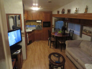 FOR SALE 5th WHEEL IN ZEPHYRHILLS FL.