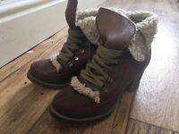 Size 5 boots £8