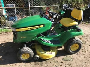 JOHNE DEERE X300 RIDING LAWN MOWER - ONLY 119 HOURS