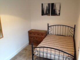 Large double room in shared house available immediately 400pcm