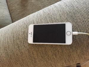 IPHONE 5S/16GB BLANC VIDÉOTRON ET NOIR BELL/VIRGIN 120 EACH CHA.