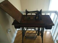 Antique 1913 Singer Sewing Machine For Sale