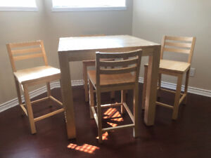Table and 4 chairs (bar height)