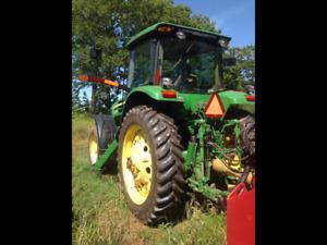John Deere 7730 / John Deere 210C Loader tractor.