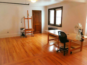 Atelier d'artiste à louer / Artist studio for rent