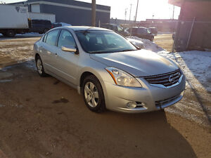 2012 Nissan Altima, 4 door, 4 cyl, auto, only 97,000 km, CLEAN