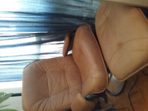 Reclining Palliser Leather Chair with Ottoman $100
