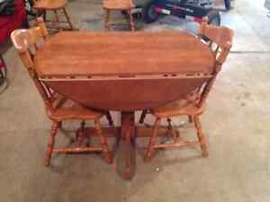 Round Maple Dining Table with 6 Chairs
