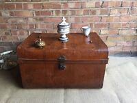 LOVELY VINTAGE TRUNK CHEST COFFEE TABLE FREE DELIVERY ANTIQUE TRUNK