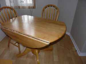 Drop-leaf Pedestal Round Table with 4 chairs