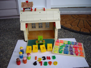 FISHER PRICE SCHOOL HOUSE - SEPARATE MERRYGORD,+ SWING
