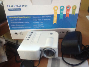 Home Cinema Projector mini