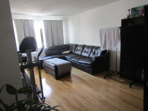 Grand 5 1/2 a louer - 3 CHAMBRES + TERRASSE + STATIONNEMENT