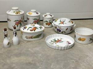 Collection of Royal Worcester Fine Porcelain – Evesham Design