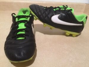 Youth Nike Tiempo Outdoor Soccer Cleats Size 5Y London Ontario image 1