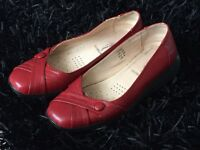 Ladies shoes size 6. Red.