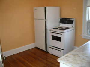 $2000 – 2 bedroom apt., Bloor and  Ossington,  May 1 or April  1