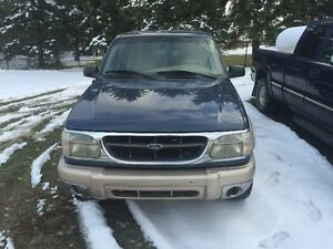 Parting out 2000 Ford Explorer V8