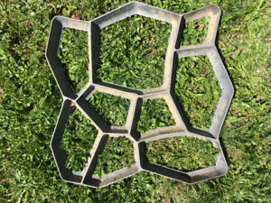 Stepping stone mold