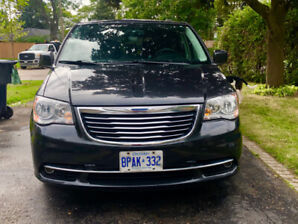 2011 Certified - Chysler Town and Country