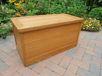 SOLID OAK CEDAR LINED BLANKET CHEST (AMISH MADE )