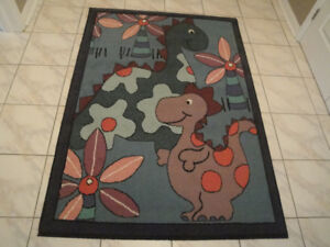 AREA RUG FOR KID' S ROOM - EXCELLENT CONDITION!